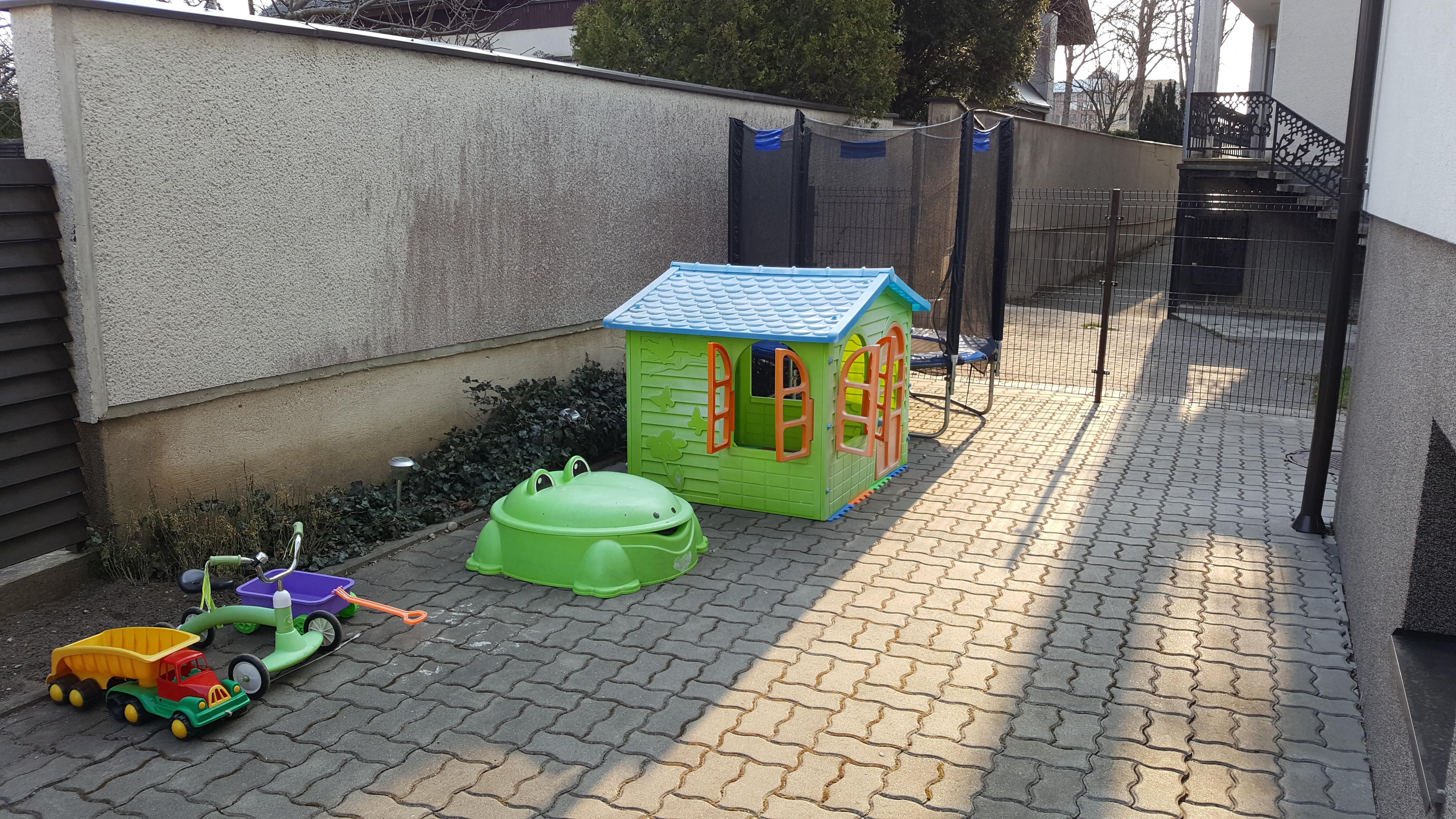 Vaikų žaidimo erdvė / children's play area/  / детская игровая площадка